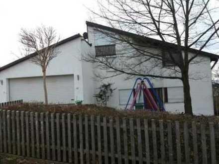 großzügiges Einfamilienhaus mit Einliegerwohnung und Doppelgarage
