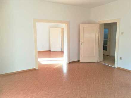 Vollständig renovierte 5-Zimmer-Wohnung mit EBK in guter Lage in Hof