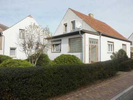 Bauernhaus mit schönem Innenhof und großem Garten