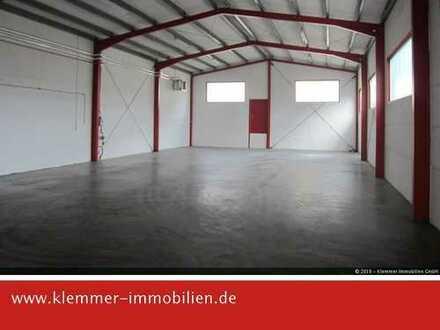 Produktion und Lager mit Freifläche und Parkplätzen