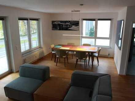 Exklusive 3-Zimmer-Wohnung mit EBK und 2 Balkonen mit Blick auf das Benrather Schloss