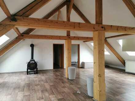 Chice, renovierte Altbau DG Wohnung mit Flair