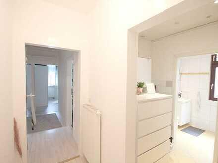 Stilvolle, sanierte 1,5-Zimmer-EG-Wohnung mit Einbauküche und Garten...