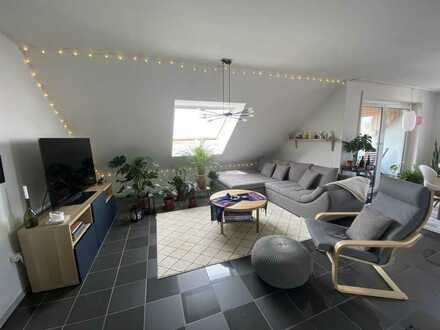 Gepflegte 2,5 -Zimmer-Whg. mit Balkon, EBK und Stellplatz - Nähe Gewerbepark