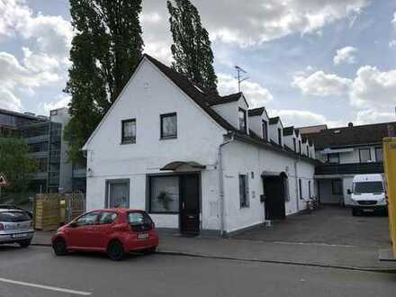 Stilvolle, sanierte 4-Zimmer-DG-Wohnung mit EBK in Augsburg