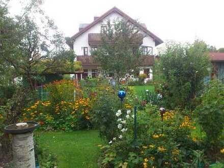 Gemütliche 2,5-Zimmer-Dachgeschosswohnung in kleiner Wohnanlage in München-Lerchenau (nähe U-Bahn)