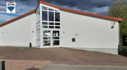 Praxis-Bürogebäude mit vielseitigen Möglichkeiten zu verkaufen