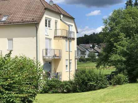 Gepflegte 2-Zimmer-Küche-Bad-Wohnung mit Balkon und Einbauküche in Trippstadt