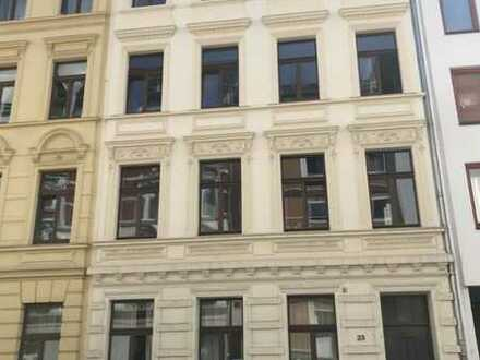 3-Zimmer-Dachgeschosswohnung mit Loggia und ausgebautem Spitzboden in denkmalgeschütztem Altbau