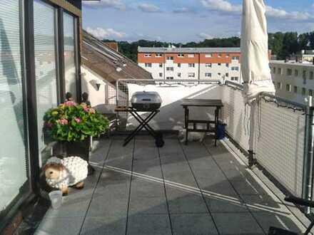 Dachterassenwohnung mit 4 Zimmern, hell, schöne Lage