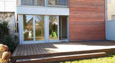 Großzügige Wohnung mit Garten, Garage und Terrasse