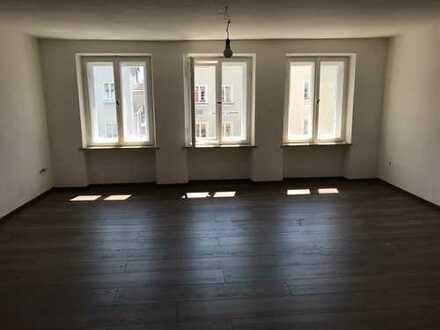 Frisch renovierte Wohnung, direkt am historischen Stadtplatz von Neuötting