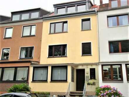 Neustadt! Gepflegte 2 Zimmerwohnung mit Einbauküche und Loggia in gesuchter Wohnlage!