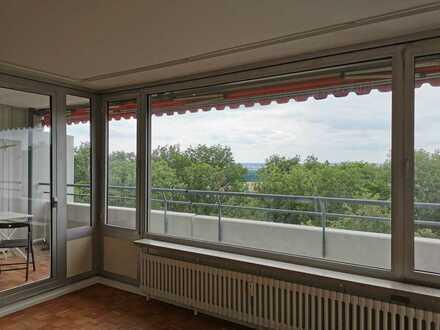 Erstbezug nach Renovierung: exklusive 1,5-Zimmer-Wohnung mit Einbauküche und Balkon in Stuttgart