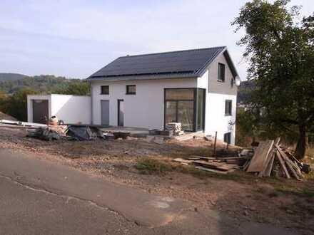 Schönes, lichtdurchflutetes Haus mit vier Zimmern in Mömbris
