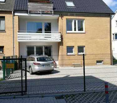 Vollständig renovierte 3-Zimmer-Wohnung mit Balkon und EBK in zentraler Lage in Kreyenbrück