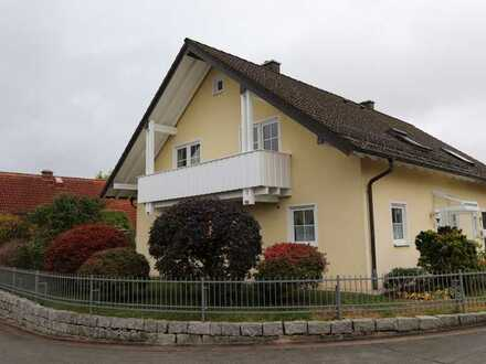 Sehr gepflegte DHH in Mistelgau - inkl. EBK und Garage – frei ab 01.07.!