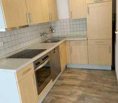 Unser Objekt des Monats - Neu renovierte 2-Zimmer-Wohnung mit Stellplatz und EBK!