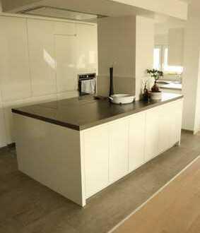 Exklusive 5,5 Zi. DG-Wohnung mit hochwertiger Einbauküche,Wintergarten sowie Stellpl.in Deckenpfronn
