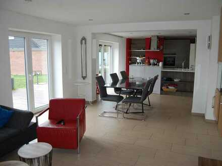 !!!Fast Neuwertig!!! 4 Zimmer Wohnung mit Terrasse, EBK, Garten, PKW Stellplätze uvm... zu Verkaufen