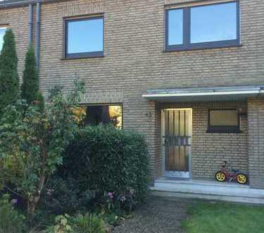 Krefeld-Bockum! Reihenhaus mit schönem Garten und Garage in guter Lage