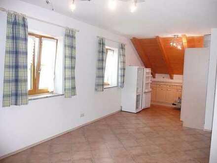 NUR FÜR WOCHENENDHEIMFAHRER - 2-Zimmer-DG-Wohnung mit EBK in Harthausen