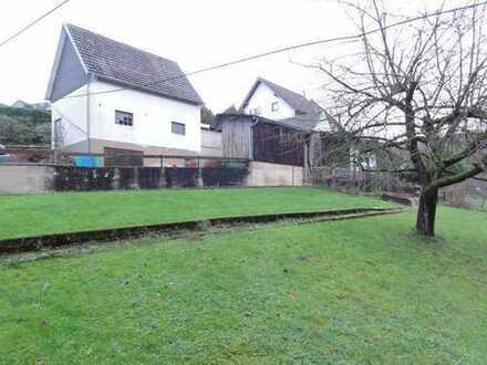 Baugrundstück mit aufstehenden Nebengebäuden, Grünland und Baumbestand in Engelskirchen