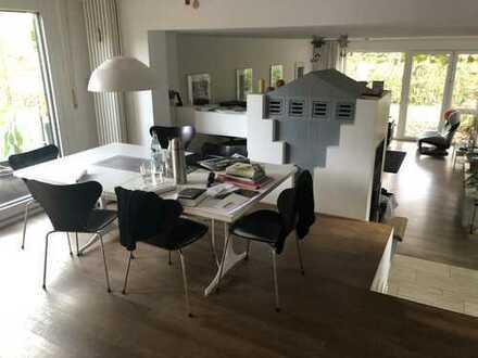 Großzügiges Reiheneckhaus mit 6,5 Zimmern in Böblingen (Kreis), Sindelfingen