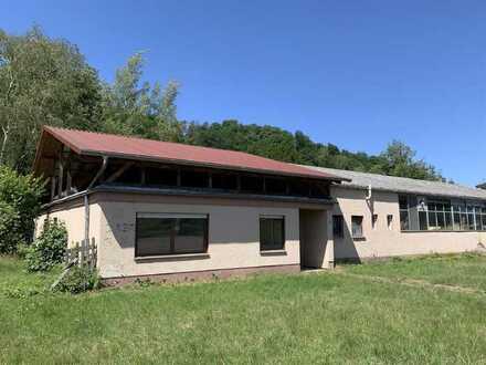 Gewerbehalle mit Garage und zwei Wohneinheiten