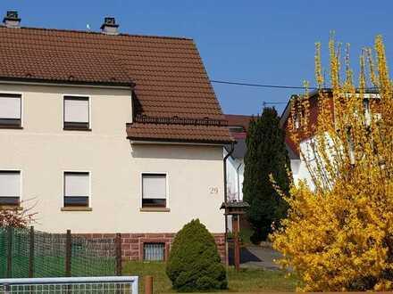 Geräumiges 1-Fam.-Haus (DHH) mit Anbaumöglichkeit auf großem Grundstück in Ittersbach