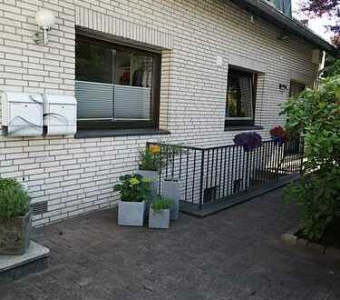 in einem Zweifamilienhaus große, geräumige und ruhige 125 qm Wohung