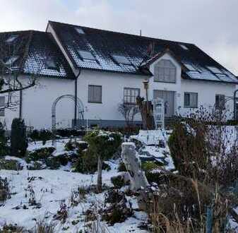 Gepflegte Dachgeschosswohnung mit 3 ZKB inklusive 50qm ausgebauter Galerie Gablingen