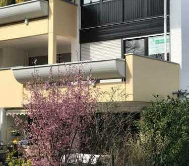 Schöne großzügige u. helle 3 Zi Whg. mit Süd Balkon