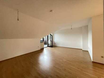 Sanierte 2-Zimmer-DG-Wohnung mit Balkon in Glattbach