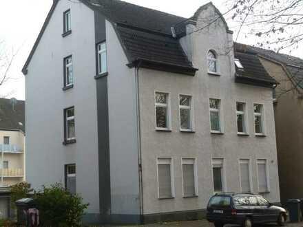 Helle aufwändig renovierte 4-Raum-Wohnung in GE-Buer