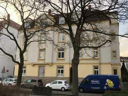 Stilvolle, gepflegte 3-Zimmer-Hochparterre-Wohnung mit Balkon und EBK