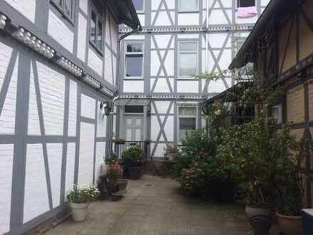 Schöne zwei Zimmerwohnung (Dachgeschoss) im Fachwerkhaus in perfekter Lage