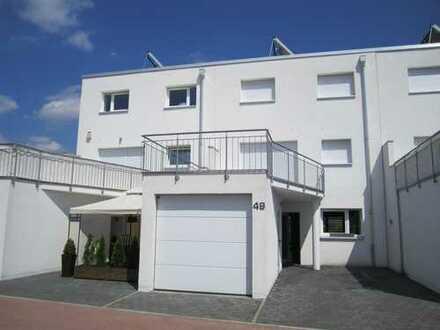 Schönes Haus mit 5 Zimmern in Meerbusch-Strümp