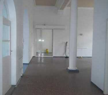 Schöne Praxisräume im Zentrum von Glauchau mit Parkmöglichkeit - 13. Monatsmiete frei !!!
