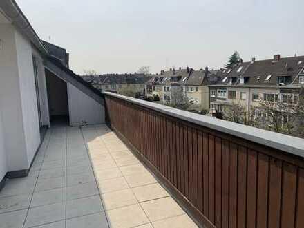 Modernisierte 4-Zimmer-Maisonettewohnung mit Balkon und EBK in Düsseldorf