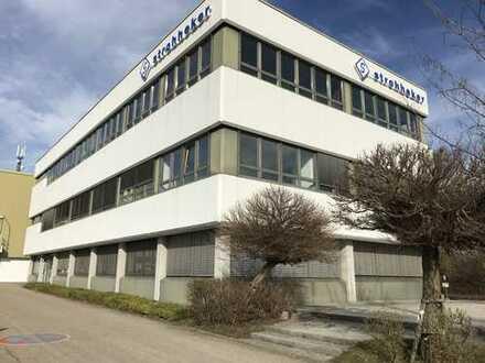 Im Gewerbegebiet in Huchenfeld befindet sich dieses schöne und helle Großraumbüro