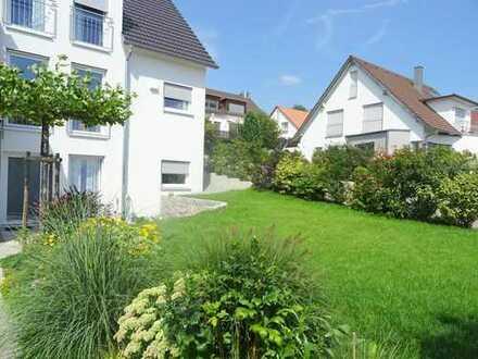 Neuwertiges Einfamilienhaus mit Garten und Garage