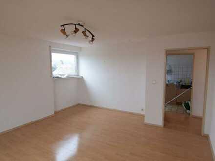 Helle freundliche 2 1/2 Zimmer Dachgeschosswohnung