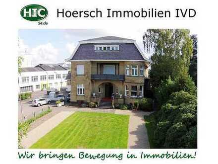 Leben in denkmalgeschützter Villa: 140 m² Dachgeschoss-Wohnung mit Dachterrasse und 2 Stellplätzen