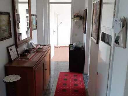 Gepflegte 3-Raum-Wohnung mit Balkon und Einbauküche in Reutlingen