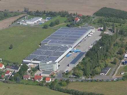 Modernes Logistikcenter an der A4 für Lagerung / Warenumschlag mit durchgehender, überdachter Rampe