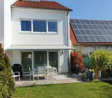 Moderne, gepflegte, helle Doppelhaushälfte mit großzügigem Garten in Linkenheim