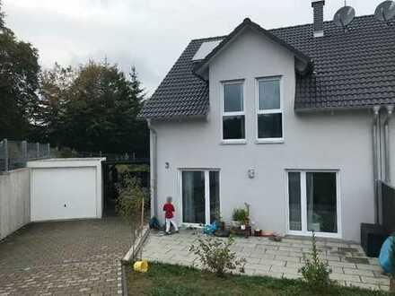 Doppelhaushälfte in Adelsried-Kruichen zu vermieten, 130m², mit Garten, Terrasse, Garage und Carport
