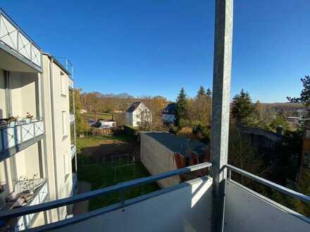 Wahnsinn - für Sie renoviert mit Balkon und viel Platz !!!