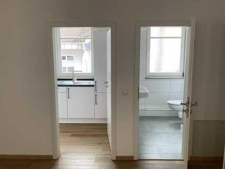 Erstbezug nach Sanierung: sehr helle 1-Zimmer-Wohnung mit Einbauküche in Obernburg am Main